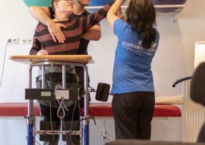 intensive Einzeltherapie zur Förderung der Rumpfkontrolle